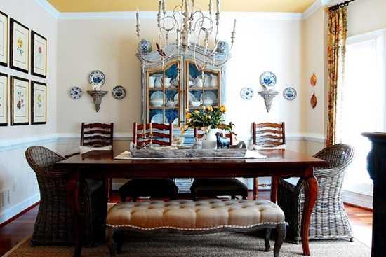 Mix de scaune in zona de dining