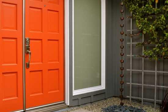 Ce culoare sa alegi pentru usa de la intrare?