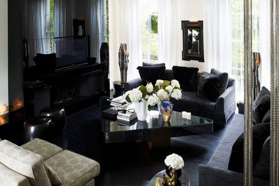 Cum este o casa cu podele negre?