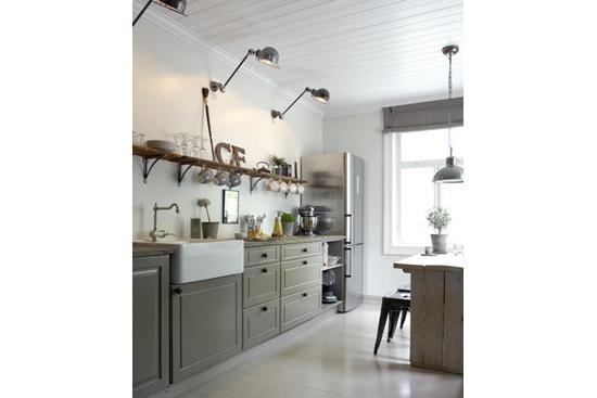 Amenajarea bucatariei in stil norvegian, cu detalii vintage