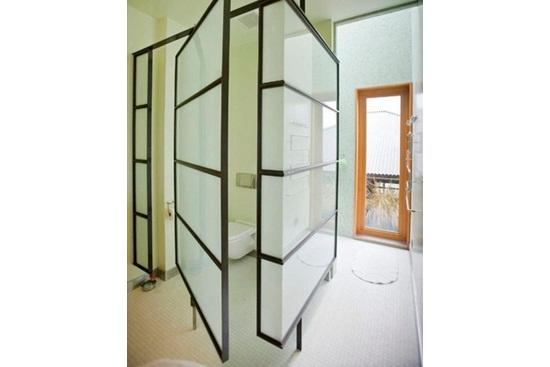 Open Space: Din dormitor in baie si din baie in dormitor