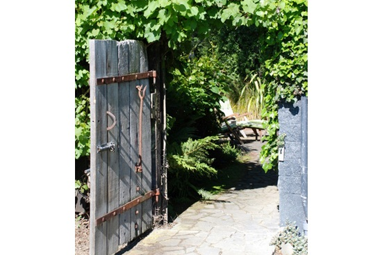 Amenajarea gradinii: porti cu personalitate