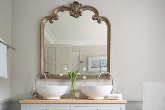 Cand te uiti in oglinda din baie, mai bine ai face asta...