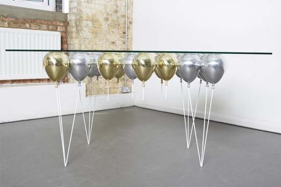 """Accesorii pentru living """"deghizate"""" in baloane"""