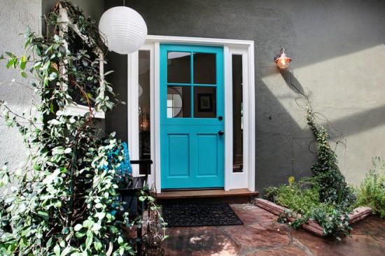 Excentric, de la intrarea in casa – o usa pe masura