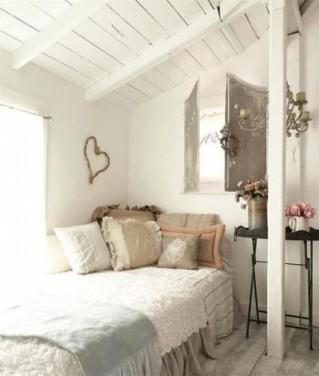 Dormitorul din mansarda casei