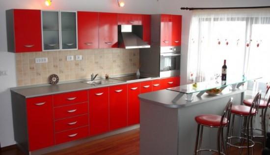 Alegeti culorile calde pentru un design modern amenajari-bucatarii