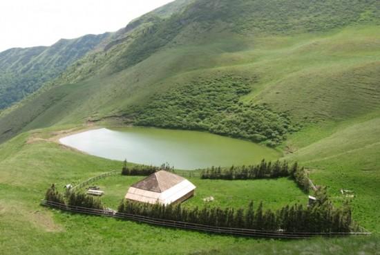 Lacul fara fund si legendele care il inconjoara de atata vreme
