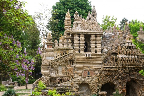 Palatul Ideal – unicitate arhitecturala realizata in 33 de ani de un postas
