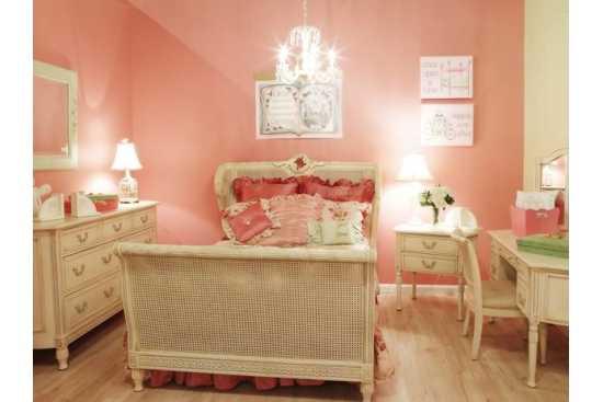 O camera simpatica pentru o fetita cuminte